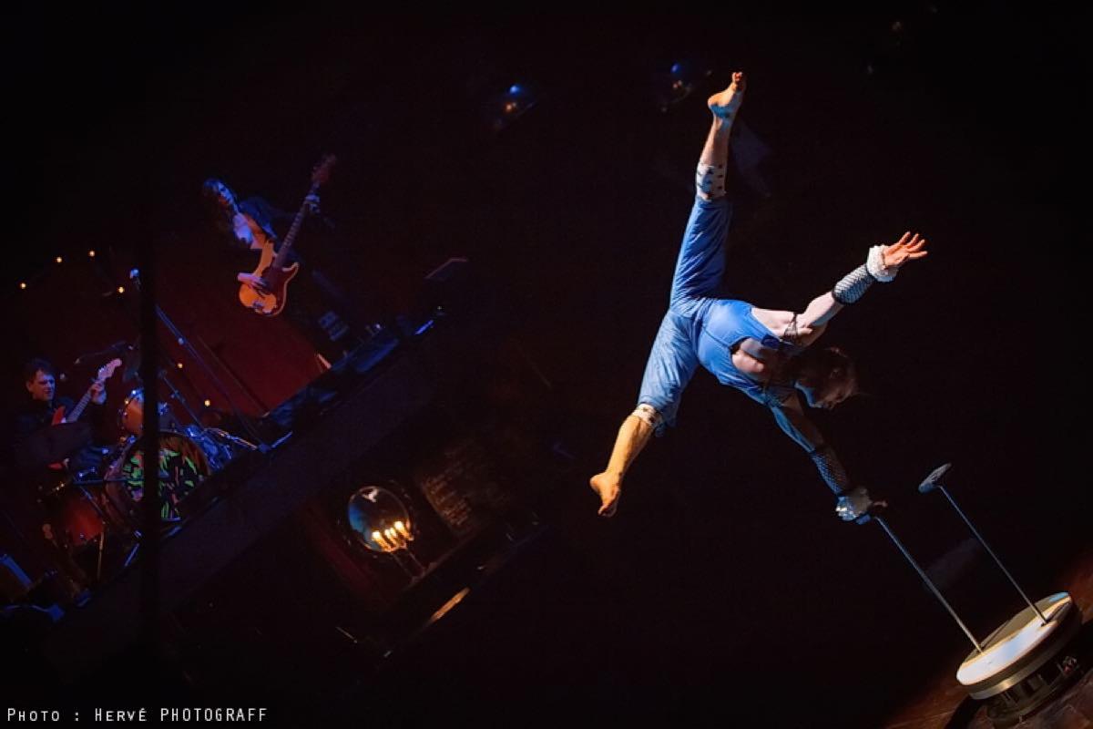 Cabaret lectrique programme biennale internationale - Cirque electrique porte des lilas programme ...